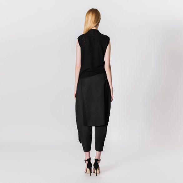 Sleeveless tie-waist top